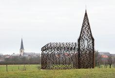 Reading Between the Lines / Gijs Van Vaerenbergh    Iglesia como objeto de arte
