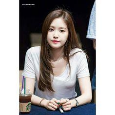 손나은さんはInstagramを利用しています:「#Throwback 170703 Naeun @ PinkUP Album Fansign Event in Gangnam Seongam Art Hall 🌟 #에이핑크 #손나은#나은 #Apink #sonnaeun #naeun 🐼 📷©️:6412」 Beautiful Little Girls, Beautiful Asian Girls, Korean Beauty Girls, Asian Beauty, Cute Asian Girls, Cute Girls, Apink Naeun, Classy Work Outfits, Grunge Girl