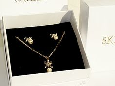 YOUNG GIRLS 18K SKILLUS GOLD GLASS FAUX PEARL & BOW STUD NECKLACE & EARRING SET