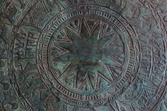 Ngọc Lũ drum detail: its central 12 pointed star