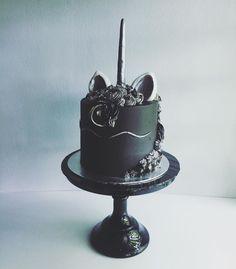 I LOOOOOVE IT!! This unicorn cake is AH-MAZE-ING!!!! #unicorn #cake #black