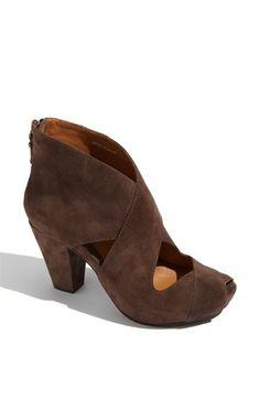 b86d8a5c2813 Earthies Cristiana Stiefeletten. Ich kann normalerweise keine Fersen  tragen
