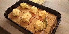 """Prăjitura ,,Duo"""", fără coacere, este pur si simplu irezistibilă • Gustoase.net Cornbread, Biscuit, Dairy, Cheese, Ethnic Recipes, Food, Romanian Recipes, Millet Bread, Cookie Favors"""