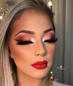 Makeup With Glasses Natural . Makeup With Glasses – Brille Make-up Makeup Eye Looks, Smokey Eye Makeup, Cute Makeup, Glam Makeup, Gorgeous Makeup, Eyeshadow Makeup, Beauty Makeup, Hair Makeup, Huda Beauty