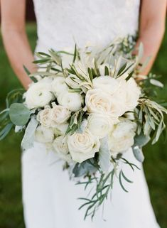 cool 88 Beautiful Bouquet Bridal Ideas with White Colors  http://viscawedding.com/2017/08/10/88-beautiful-bouquet-bridal-ideas-white-colors/