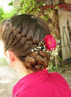 Adorning Flower Girl's Hairstyle with Jewels and Hair Accessories