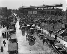 View of the traffic surrounding Wrigley Field, home of the National League's Chicago Cubs, as fans gather for a game, circa the Photo by Chicago History Museum/Getty Images Espn Baseball, Baseball Park, Chicago Cubs Baseball, Tigers Baseball, Chicago Cubs World Series, Chicago History Museum, Cubs Win, Go Cubs Go, Thing 1