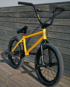 Cruiser Bicycle, Mtb Bike, Bmx Velo, Cycling Art, Cycling Bikes, Bmx Gt, We The People Bmx, Bmx Bandits, Bmx Cycles