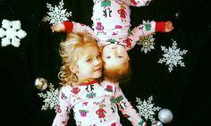 christmas photoshoot Trendy Photography Poses For Kids Sibling Christmas Cards Sibling Christmas Pictures, Xmas Photos, Family Christmas Pictures, Holiday Pictures, Newborn Christmas, Christmas Baby, Christmas Minis, Christmas Photo Cards, Christmas Cookies
