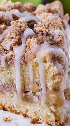 Cinnamon Apple Crumb Cake ~ This coffee cake loaded with apples and crunchy brown sugar-cinnamon streusel crumbs, drizzled with apple cider glaze. Are you ready for fall baking? Cinnamon Apple Crumb Cake is the perfect dessert for crisp weather coming up. Food Cakes, Cupcake Cakes, Cupcakes, Apple Crumb Cakes, Apple Cinnamon Cake, Cinnamon Crumble, Cinnamon Roll Cakes, Apple Bunt Cake, Apple Streusel Cake