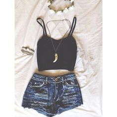 Imagem via We Heart It https://weheartit.com/entry/163072809/via/30621972 #accessories #black #clothes #denim #highwaisted #jeans #necklaces #outfit #shorts #style #top #ootd