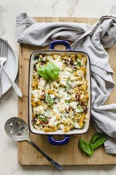Cheesy Chicken & Veggie Pasta Bake Recipe by @sweetcayenne Baked Pasta Recipes, Broccoli Recipes, Easy Chicken Recipes, Appetizer Recipes, Roasted Chicken Breast, Breast Recipe, Pasta Bake, How To Cook Chicken, Cheesy Chicken