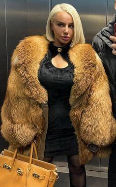 Fur Fashion, Womens Fashion, Fabulous Fox, White Face Mask, Fox Fur, Sexy Outfits, Gorgeous Women, Mantel, Red Fox