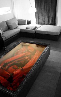 Elegante mesa hecha de un Ferrari hecho añicos.