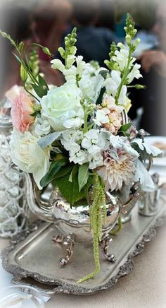 41 ideas for bridal brunch centerpieces bridesmaid luncheon Deco Floral, Arte Floral, Floral Design, Beautiful Flower Arrangements, Floral Arrangements, Beautiful Flowers, Teapot Centerpiece, Table Centerpieces, Centerpiece Ideas