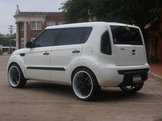 All about the Kia Soul. News, info etc. Kia Soul 2010, Subaru Forester Lifted, White Exterior Paint, Black Door Handles, Black And White Theme, Black Doors, Sidecar, Throwback Thursday, Custom Paint