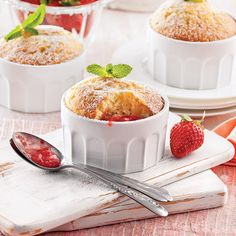 Strawberry Sweets, Strawberry Recipes, Mini Desserts, Summer Desserts, Clotted Cream, Fruit In Season, Pudding Recipes, Cupcake Cakes, Cupcakes