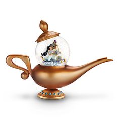 Art of Jasmine Snow Globe from Disney Store This golden snow globe takes the form of Genie's bejeweled Magic Lamp. Princess Jasmine and Prince Ali discover a whole new world of wonders on a Magic. Deco Disney, Art Disney, Disney Stuff, Golden Snow Globe, Stitch Kingdom, Disney Snowglobes, Genie Aladdin, Aladdin Musical, Aladdin Lamp