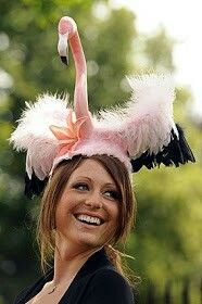 A flamingo fascinator. this just screams Wonderland! Funky Hats, Crazy Hats, Cool Hats, Royal Ascot Ladies Day, Royal Ascot Hats, Sombreros Fascinator, Fascinator Hats, Fascinators, Headpieces