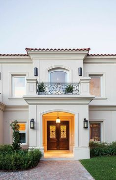 Ideas house front facade porches for 2019 Classic House Exterior, Classic House Design, House Front Design, Exterior House Colors, Modern House Design, Exterior Design, Modern Porch, House Elevation, Spanish House