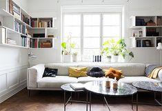 Trendenser.se - en av Sveriges största inredningsbloggar. Bokhyllor i hörnen - ny idé! Trendenser.se - one of the biggest interior design blogs in Sweden. Bookcases in the corners - new idea!