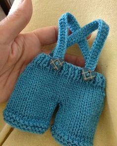 #sumandoratitos #love #loqueseamenosquieta #knittedlamb #knittedbunny #amor #conejito #mencanta Boy Doll Clothes, Teddy Bear Clothes, Knitting Dolls Clothes, Crochet Doll Clothes, Knitted Dolls, Doll Clothes Patterns, Barbie Clothes, Crochet Teddy, Crochet Baby