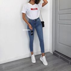 Chic And Casual Back To School Outfit Ideas For This Summer; Back To School Outfit; Teen Back To School Outfit; Summer Back To School Outfits; Uni Outfits, Cute Casual Outfits, Basic Outfits, Teenager Outfits, College Outfits, Simple Outfits, Everyday Outfits, Spring Outfits, Fashion Outfits