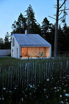 Barn House Design, Modern Barn House, Design Your Dream House, Timber House, Roof Design, Minimalist House Design, Tiny House Cabin, Cabins And Cottages, Architecture Details