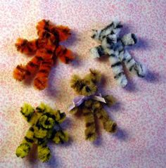 Dollhouse-sized toy teddy bears (chenille pipe cleaners) | Source: www.julieoldcrow.com
