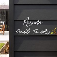 Linea Weatherboard - Dark cladding makes a bold statement with Linea Weatherboard by James Hardie - House Paint Exterior, Exterior House Colors, Exterior Design, Weatherboard Exterior, Exterior Cladding, Traditional Home Exteriors, Traditional House, James Hardie, Dark House