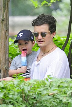 Orlando Bloom Orlando Bloom and son Flynn Bloom have some play time in Central Park in New York City.
