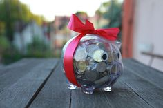 Jeśli szukasz pomysłu jak zapakować pieniądze na prezent ślubny, to zajrzyj koniecznie. Oryginalnie, nieszablonowo i z klasą - Nowożeńcy będą zachwyceni! Origami, Wedding Gifts, Wedding Day Gifts, Wedding Favors, Origami Paper, Origami Art, Marriage Gifts