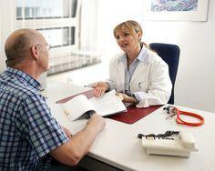 Beratungsgespräch beim Arzt by tuev_sued, via Flickr
