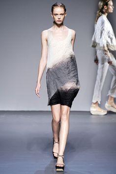 Calvin Klein Collection | Spring 2010 Ready-to-Wear Collection | Style.com