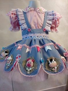 Kids Dress Patterns, Doll Clothes Patterns, Baby Patterns, Little Girl Gowns, Gowns For Girls, Farm Clothes, Cute Baby Clothes, Baby Girl Fashion, Kids Fashion