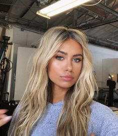 Are you going to balayage hair for the first time and know nothing about this technique? We've gathered everything you need to know about balayage, check! Balayage Hair Blonde, Blonde Wig, Blonde Hair Makeup, Blonde Highlights, Blonde Hair Lowlights, 7n Hair Color, Blonde Hair Looks, Sandy Blonde Hair, Blonde Hair With Dark Eyebrows