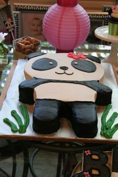 this panda cake would go well at a kokeshi party