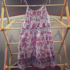 AE kerchief sundress Absolutely adorable American Eagle sundress!  Smoke free home and dress is in excellent condition.  No rips, stains, fading or flaws.  Size 10 with tie straps and elastic waist to show off those sun kissed shoulders and trim figure! American Eagle Outfitters Dresses Midi