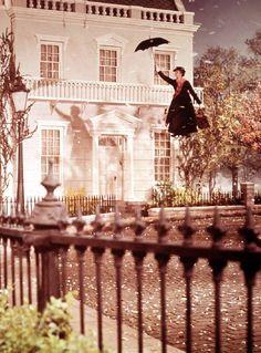 #Pelicula | Mary Poppins entrando en acción www.beewatcher.es