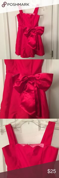 Target ANNIE red formal big bow dress SZ 6 Target collab for the movie ANNIE!! Super cute red dress, worn only once for pictures. No wear at all, no satins rip, odors, or tears.  Perfect for the little princess in  your life. Target  Dresses Formal
