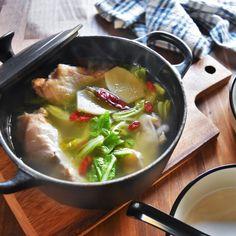こんにちは^^ ゆーママです。 少し寒くなってきましたね。 温かい食べ物がおいしくなる季節です^^ 今回は美容にもいいコラーゲンたっぷり! 身体の芯から温まる簡単煮込み料理をご紹介させていただきますね。 材料を全てお鍋に入れてコトコト煮込むだけなので とっても簡単です♪ ...