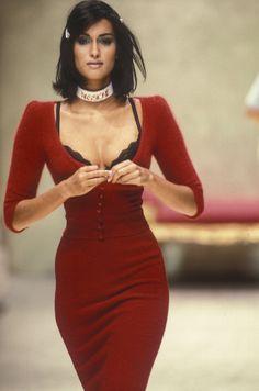Yasmeen went for Anna Molinari RTW F / W in 1995 - Yasmeen went for Anna Mo . - Yasmeen went for Anna Molinari RTW F / W in 1995 – Yasmeen went for Anna Molinari RTW F / W in 19 - Fashion Weeks, Fashion 90s, Tokyo Street Fashion, Couture Fashion, Runway Fashion, High Fashion, Fashion Show, Vintage Fashion, Fashion Outfits
