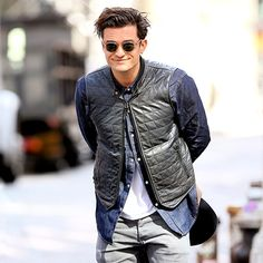 Orlando Bloom gave a close-mouthed smile in NYC's SoHo April 29.
