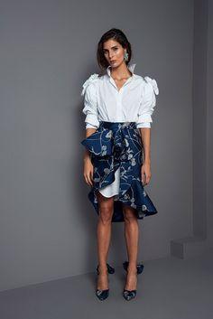 Get inspired and discover Johanna Ortiz trunkshow! Shop the latest Johanna Ortiz collection at Moda Operandi. Fashion News, High Fashion, Womens Fashion, Cultura Pop, Fashion Show Collection, Ready To Wear, Cool Outfits, Autumn Fashion, Fashion Looks