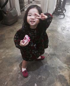 I Love you dedaaaaaaaaaa 💋💋💋💋💋 Cute Asian Babies, Korean Babies, Asian Kids, Cute Babies, Sweet Baby Photos, Baby Girl Pictures, Baby F, Baby Love, Korean Best Friends