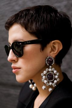 What a great short haircut! Love the earrings and sunglasses, too.