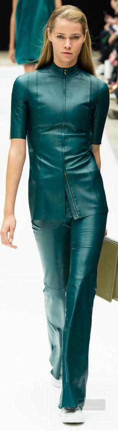 Acne Studios Spring 2015 Ready-to-Wear Fashion Show Collection: See the complete Acne Studios Spring 2015 Ready-to-Wear collection. Look 32 Runway Fashion, Fashion Show, Fashion Outfits, Fashion Design, Paris Fashion, Fashion News, Womens Fashion, Backstage, Trend Council