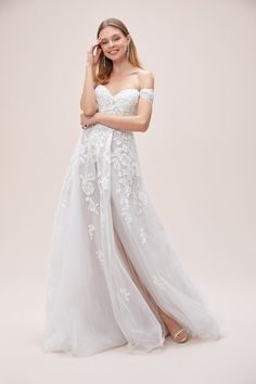 Floral Tulle Wedding Dress with Removable Sleeves Tulle Wedding, Bridal Wedding Dresses, Wedding Dress Sleeves, Dresses With Sleeves, Affordable Wedding Dresses, Affordable Bridal, Winter Bride, Melbourne Wedding, Sydney Wedding