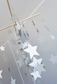 35 Adorable and Stylish DIY Baby Mobiles Star Mobile, Make A Mobile, Mobile Mobile, Cool Baby, Diy Galaxy, Star Nursery, Hanging Mobile, Nursery Inspiration, Nursery Ideas