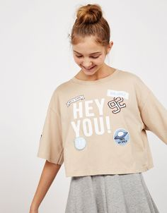 BSK 'Hey You' patches top. Discover this and many more items in Bershka with new products every week Hey You, Pin And Patches, Cool Tees, Print Patterns, Women Wear, Badges, Silhouettes, Screen Printing, United Kingdom